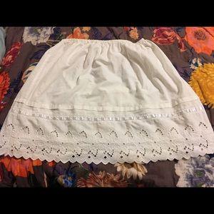 Dresses & Skirts - $9 SALE White Vintage County Skirt Sz M/L